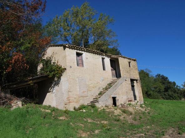 Country house in Moregnano (Petritoli)