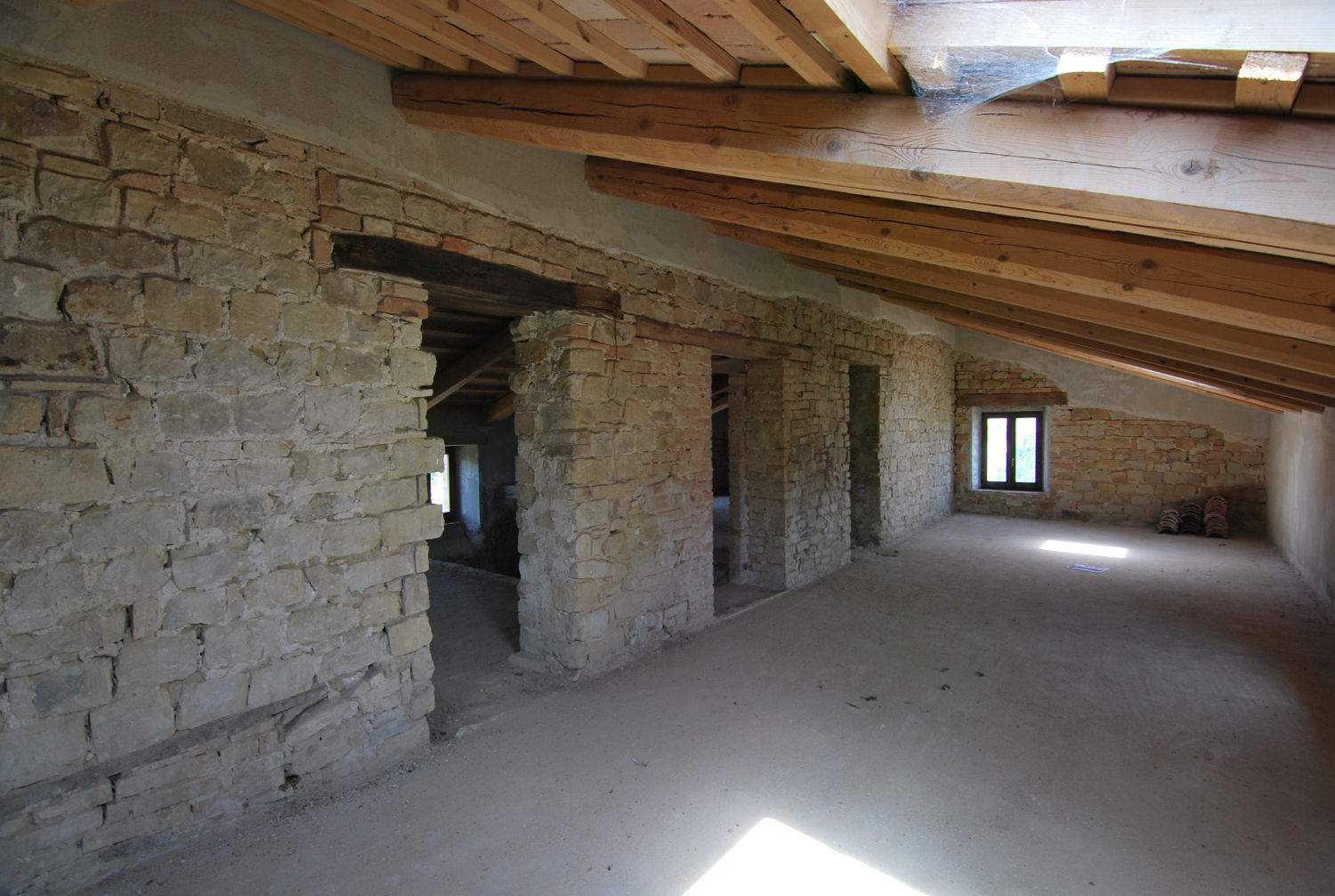 Stone country house in Penna San Giovanni