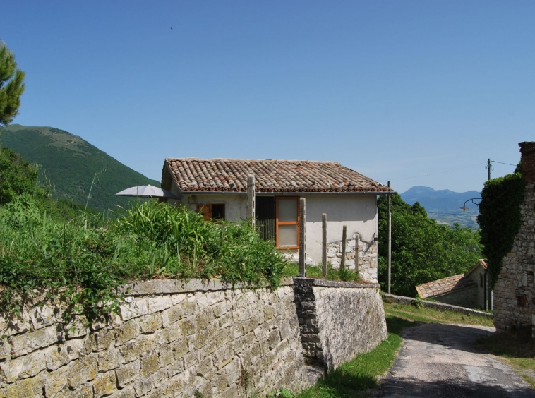 Stone house near castel raimondo