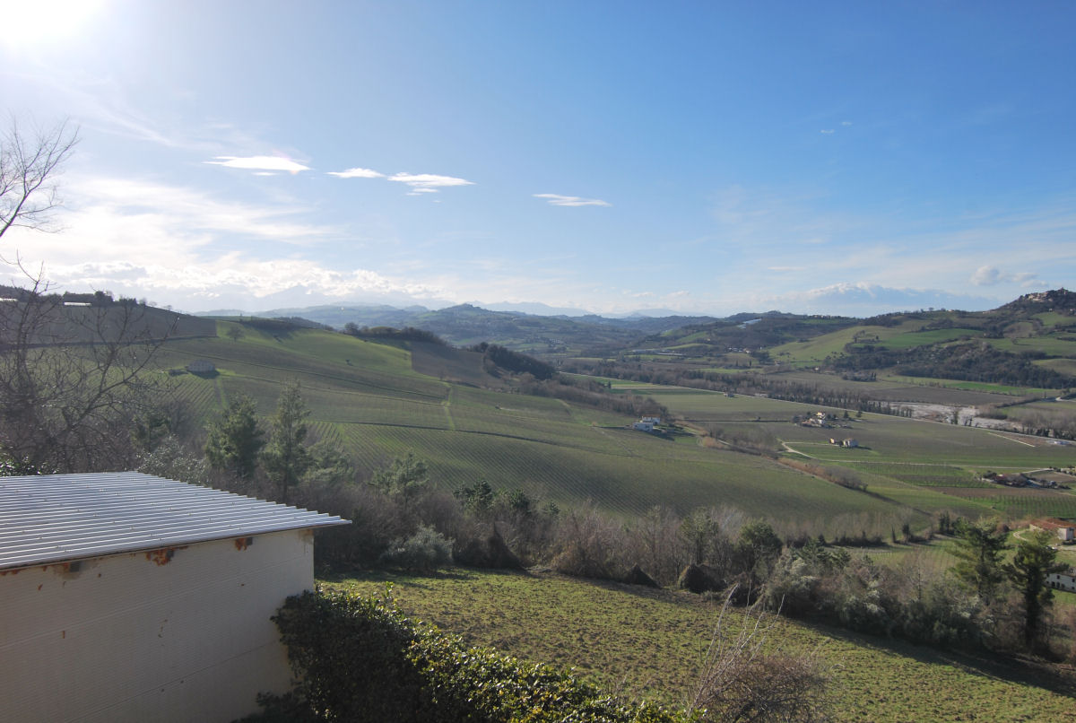 Country house in Carassai with mountains view