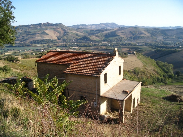 Brick farmhouse in Monterubbiano