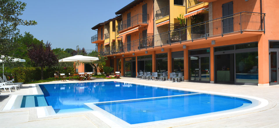 Residence in with 2 pools and 10 apartments