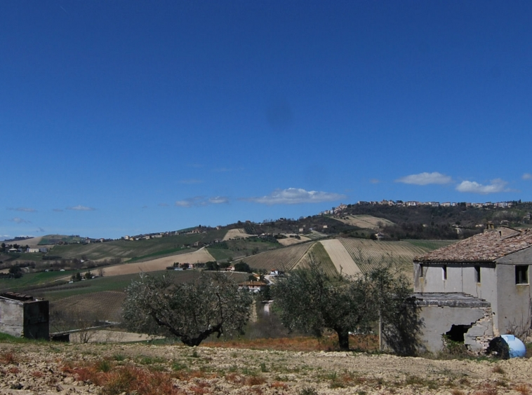 Country house near Montefiore dell'Aso
