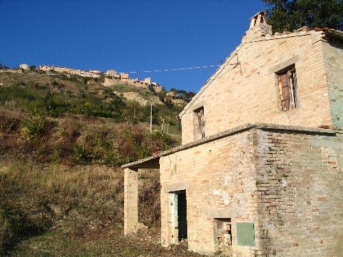 Brick farmhouse in Monterubbiano