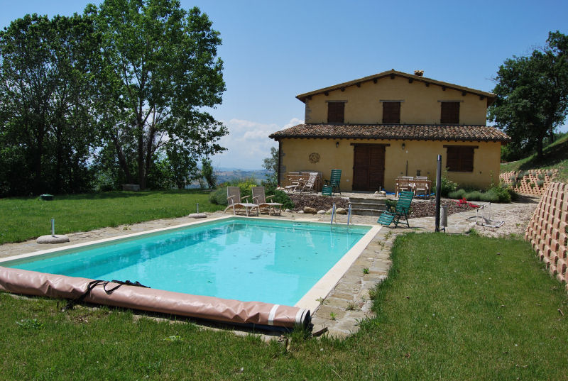 Country house with pool in Moresco