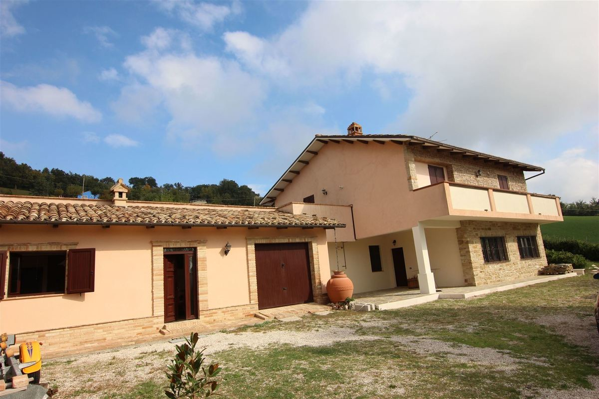 Country house with 3 separate units and pool.