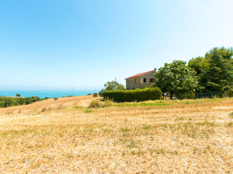 Country house with stunning seaview