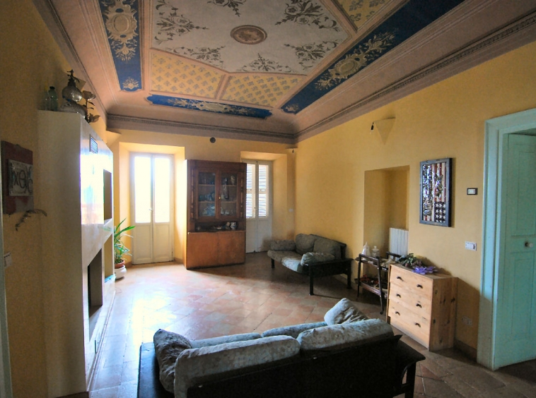 Townhouse with Terrace and fresco ceilings
