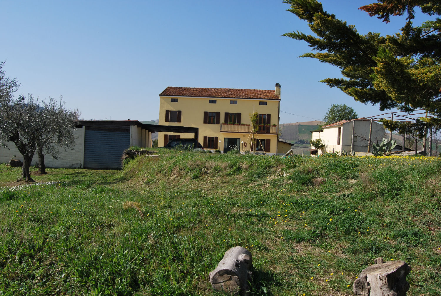 Country house with 5 hectares of land and potential for a small campsite