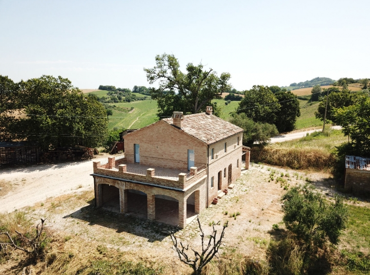 Traditional farmhouse with Sibillini Mountains view