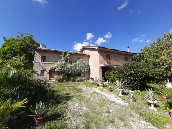 Three units country house in Servigliano