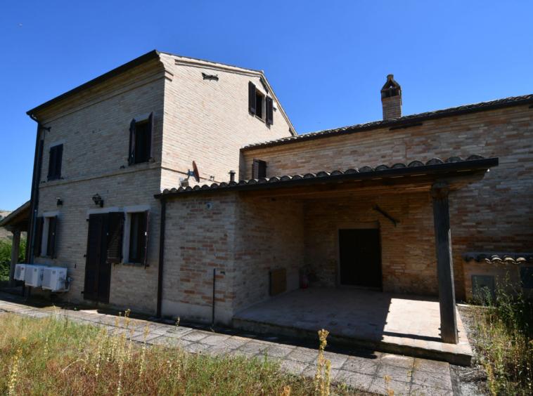 country house near petritoli